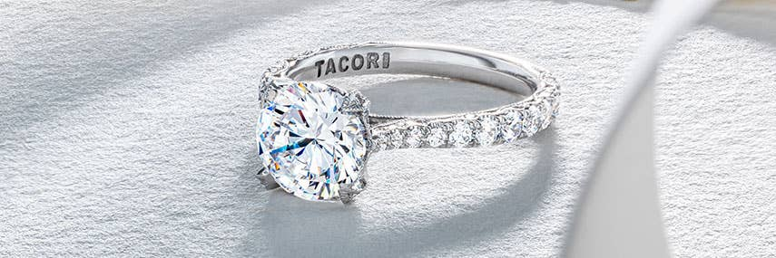 header_royalt-engagement-rings_d